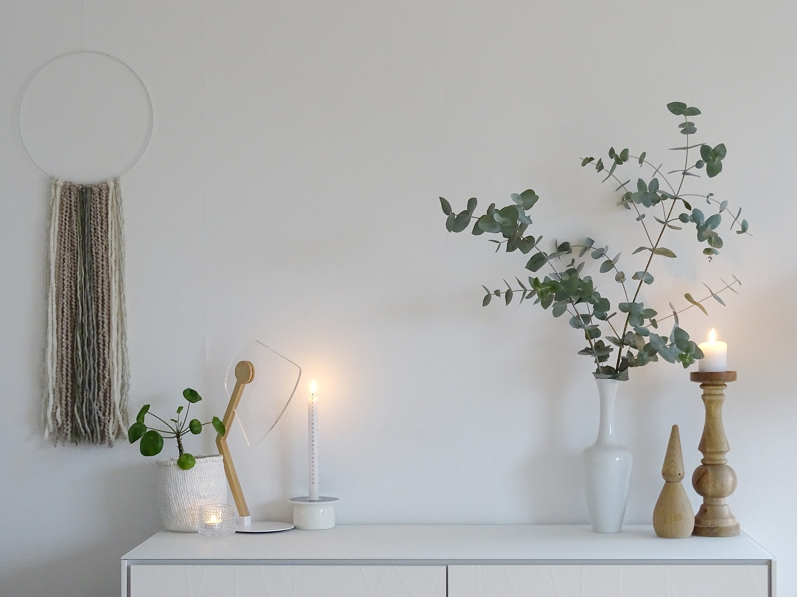 Minimalistische Weihnachts-Deko mit Eukalyptus - Lieblinge, Momente und Motive einer Woche - https://mammilade.blogspot.de