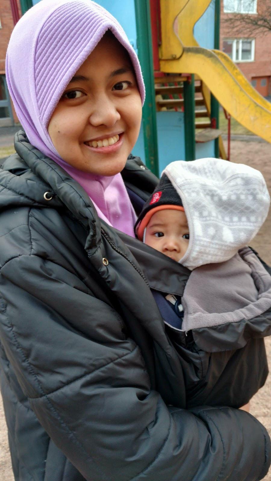 My Own World Review Gendongan Bayi