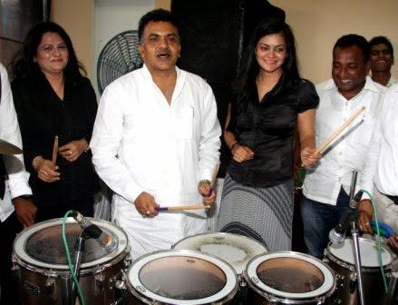 newztabloid-dandiya-Pinky-Preeti-Sanjay-Nirupam-Shivanand-Shetty,