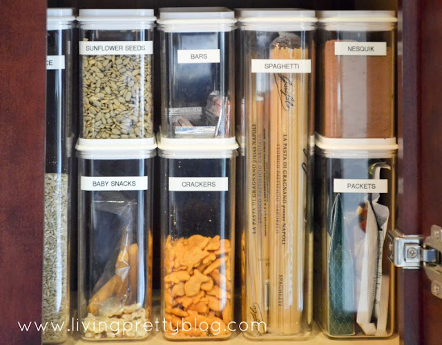 Food storage containers with labels