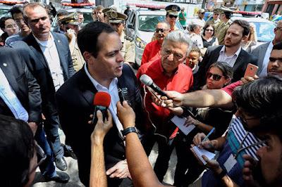 CARUARU: Governador entregou novas viaturas na Capital do Agreste.