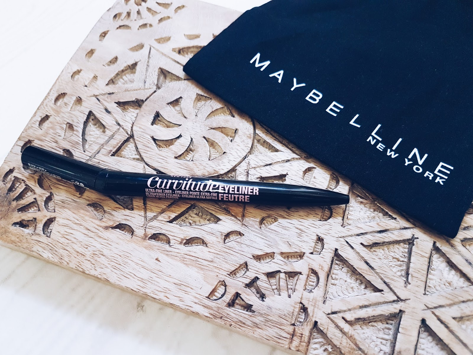 avis_curvitude_liner_maybelline_swatch_makeup