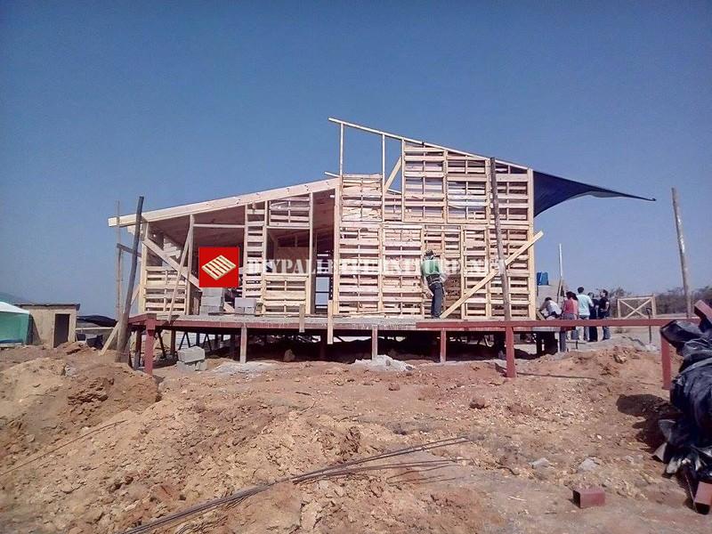 Estructura de casa hecha con palets - Estructuras con palets ...