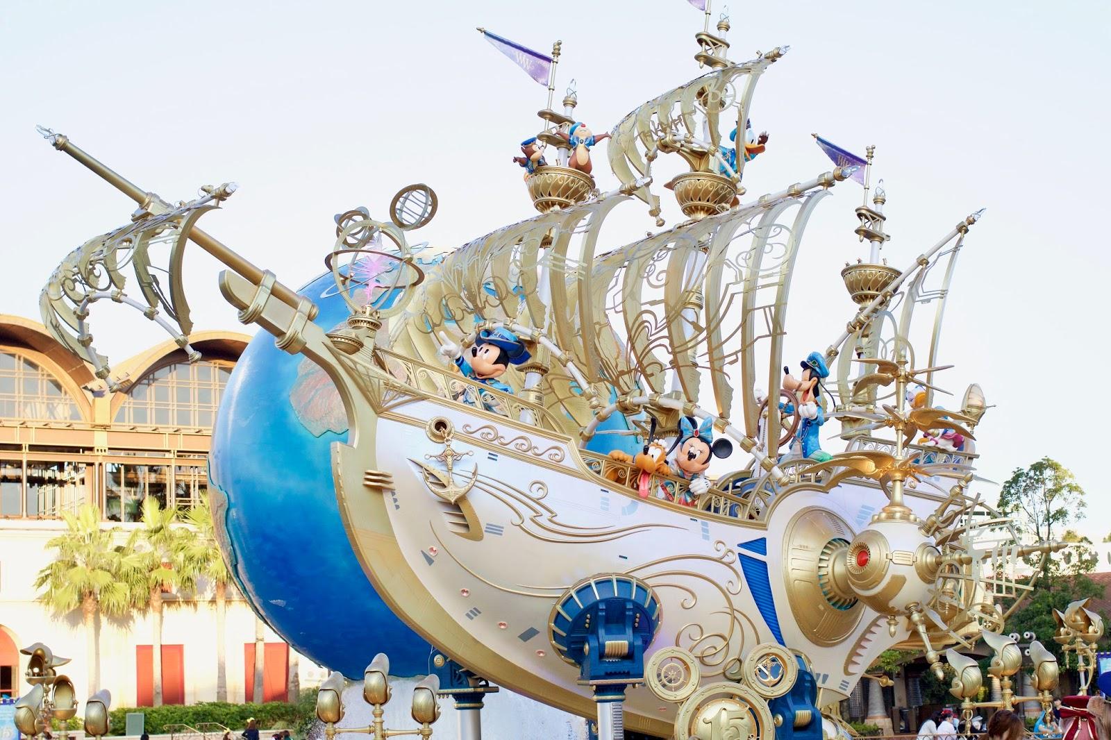Tokyo-Disney-Sea-entrance-ship