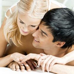 3820bf61d8622 طريقة تعشقها كل الزوجات.. طريق تجعل الزوجة هي المسيطره والمتحكمه والمتمتعه  وهي بان يستلقي الزوج على ظهره وتأتي الزوجة وتركب فوقه مثل الخيال الذي يمتطي  الفرس ...
