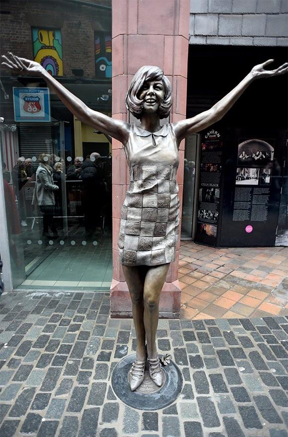 Liverpool immortalise Cilla Black en statue de bronze