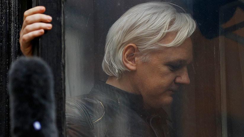 """Rafael Correa: El trato a Julian Assange es una """"tortura"""""""