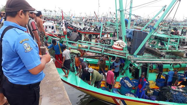 Aktifitas Nelayan Bulu Tuban Pasca Cuaca Buruk