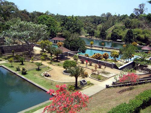 Wisata Taman Narmada Yang Indah