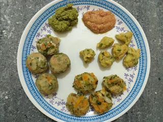 Veg dumpling, momos and water fried bonda with Carrot, Beans, Capsicum, Mint, Radish, Onion, Sorghum (Solam) flour Tomato Chutney, Coriander Chutney
