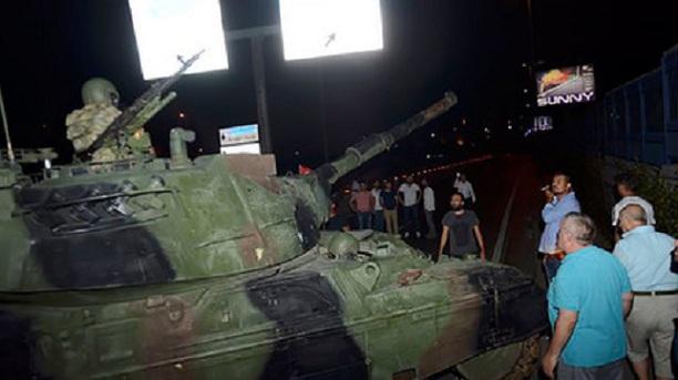 Al menos 60 muertos y 754 militares detenidos en el intento de golpe de Estado en Turquía
