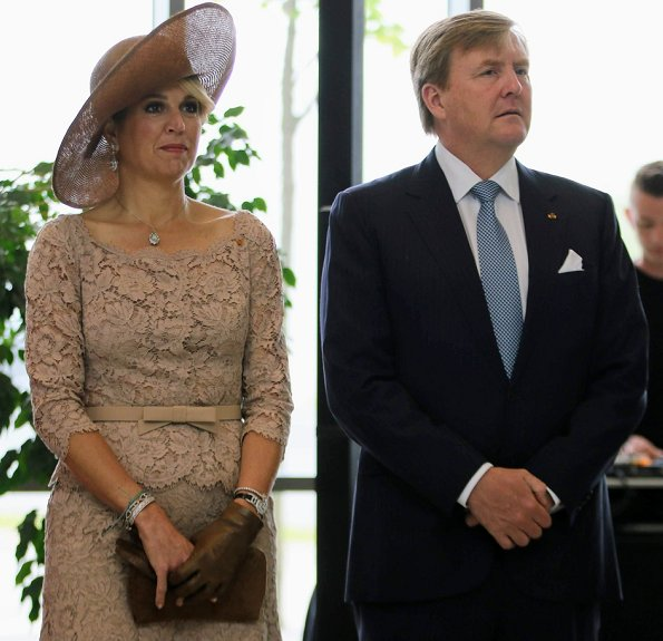 King Willem-Alexander and Queen Máxima, accompanied by Grand Duke Henri and Grand Duchess Maria Teresa. Valentino lace dress, diamond earrings