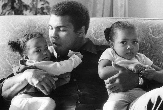 Cara Muhammad Ali Menasihati Anaknya Agar Memakai Tudung