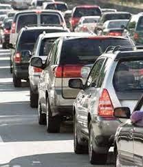 Fila de Autos por Carretera para Pagar tenencia