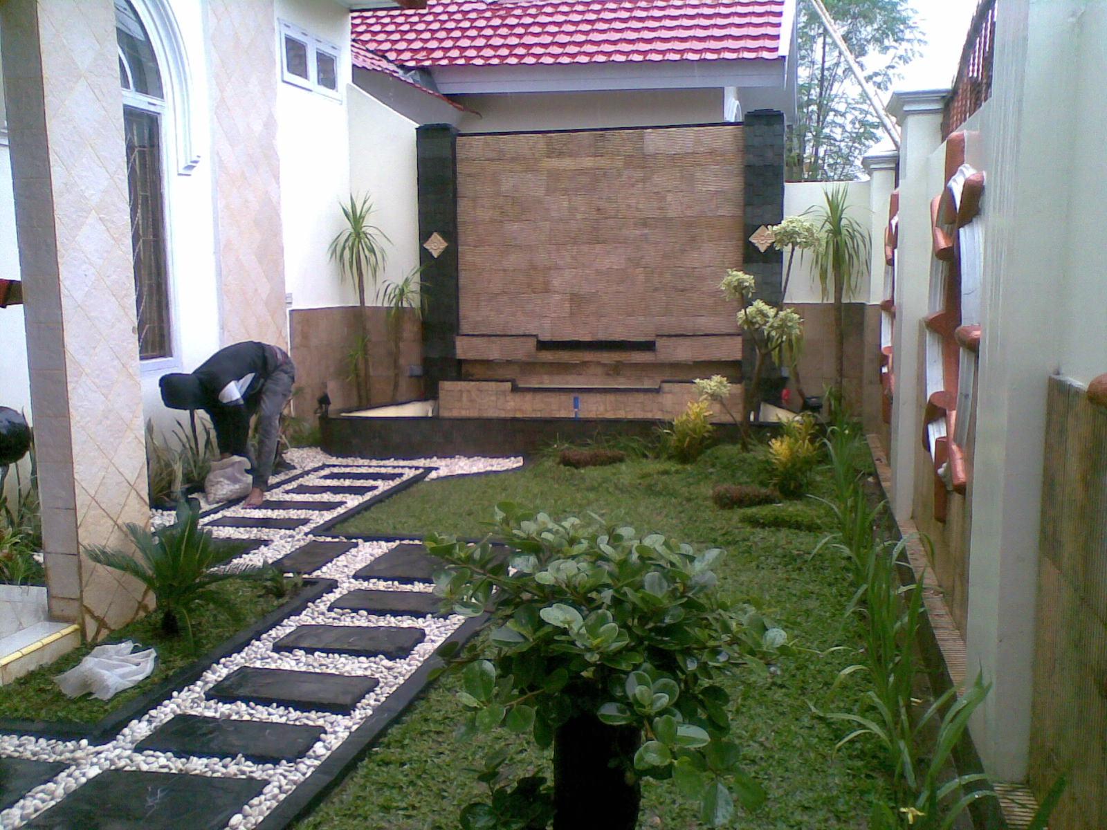 Pembuatan taman rumah
