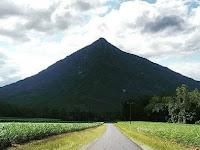 Ada Piramida Tersembunyi di Balik Gunung di Australia?