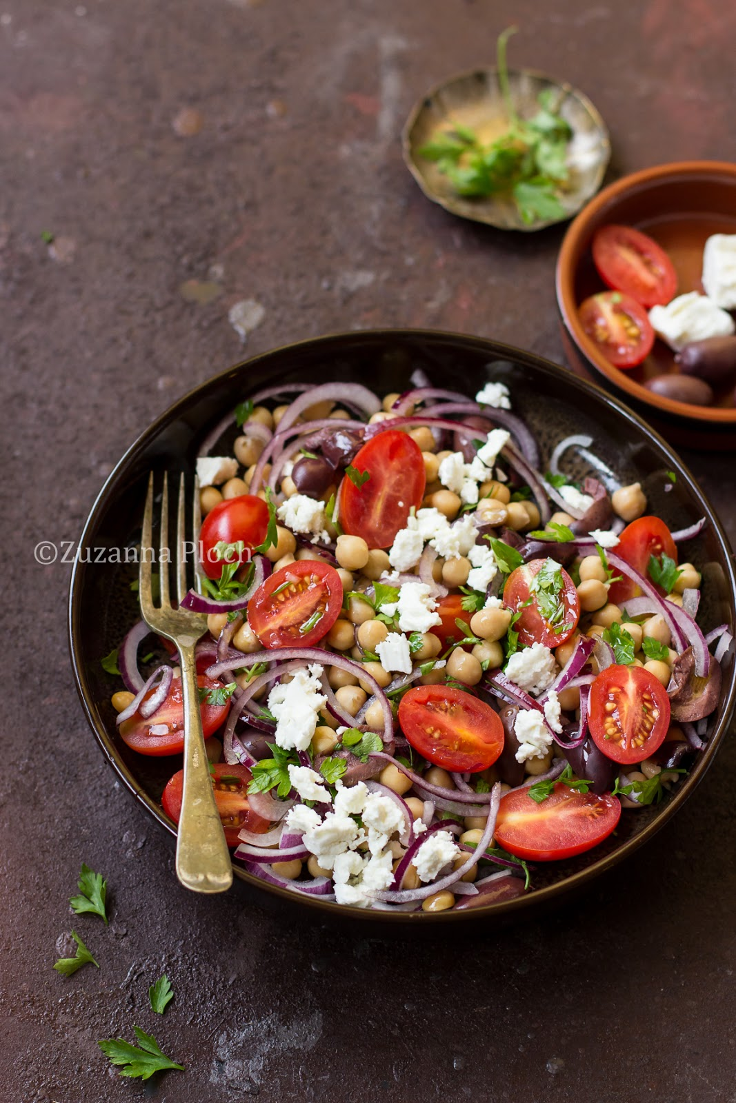 Chickpea salad - food photopgraphy by Zuzanna Ploch, fotografia kulinarna