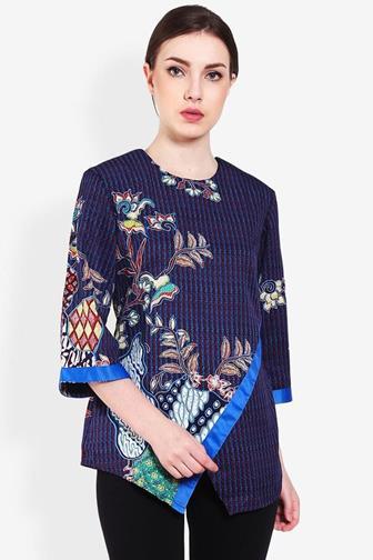 Inspirasi Model Baju Atasan Batik Untuk Wanita Gemuk
