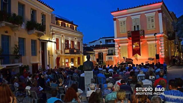 Με τους ήχους του το Martinu piano quartet από την Τσεχία πλημμύρισε η ιστορική πλατεία του Αγ. Σπυρίδωνα στο Ναύπλιο (βίντεο)