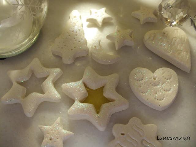φτιάξε τα καλύτερα και ολόλευκα χριστουγεννιάτικα στολίδια σου με σύμη σόδας