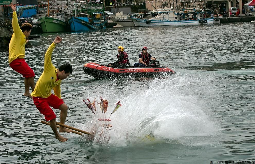 元宵佳節將近,全台縣市各有慶祝系列活動,其中在野柳的「神明淨港文化祭」已成為全台絕無僅有的宗教活動,此項活動是為了祈求航海平安。