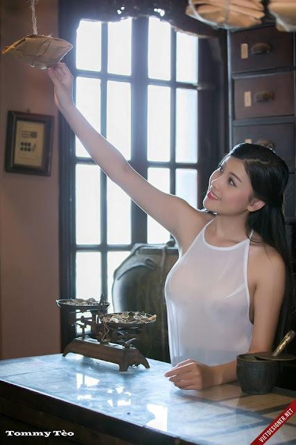 Hot girls Vietnamese girl selling medicines 5