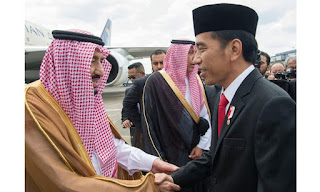 Crowds Welcome King Salman In Indonesia