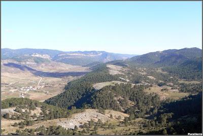 Vista de Tragacete desde La Peña Del Halcón