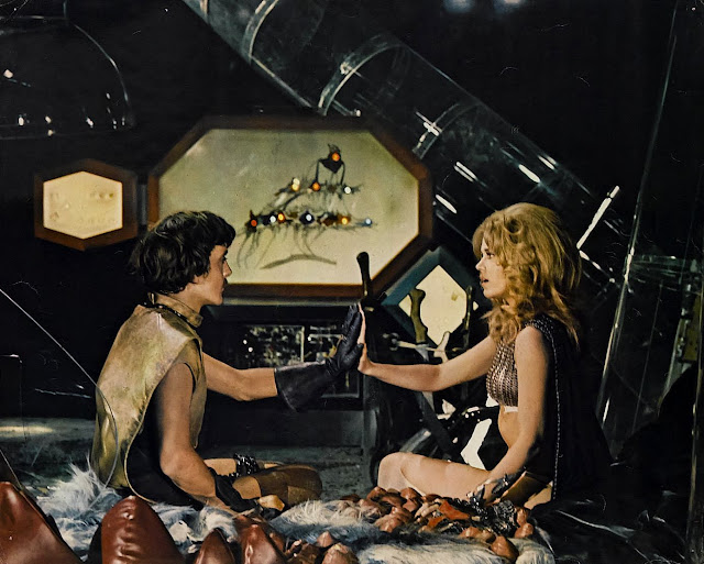Jane Fonda Barbarella in spaceship with man