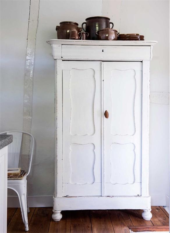 mueble recuperado pintado de blanco chicanddeco