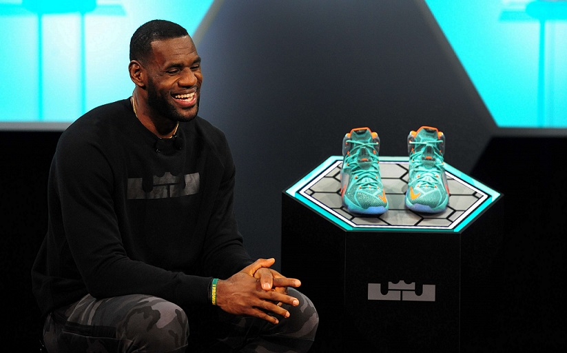 online store 932c1 5dba4 El acuerdo entre Nike y la marca de los zapatos LeBron se ha mantenido,  incluso cuando las cosas no marchan bien. Aunque James no usó los zapatos  LeBron 11 ...