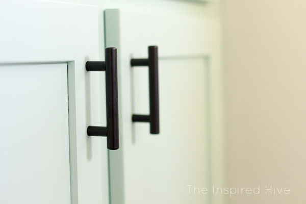 Matte black cabinet pulls. Affordable hardware for a modern farmhouse bathroom.