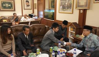 Dua Warga Jepang Masuk Islam di PBNU