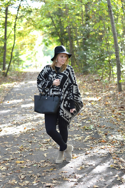 cozy-fall-poncho-outfit