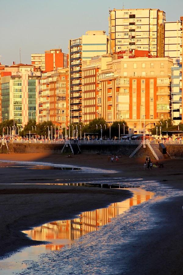 Gijón al aterdecer