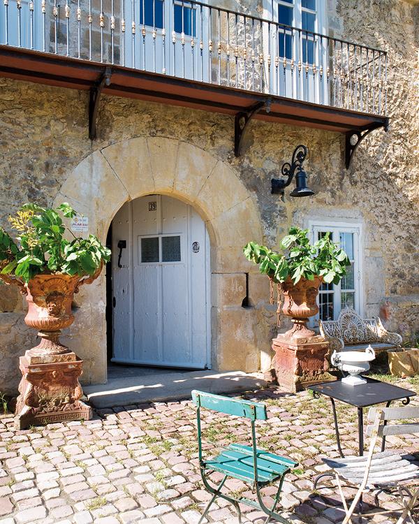 Hogares frescos c mo vestir tu patio con plantas inspiradoras for Patios con plantas