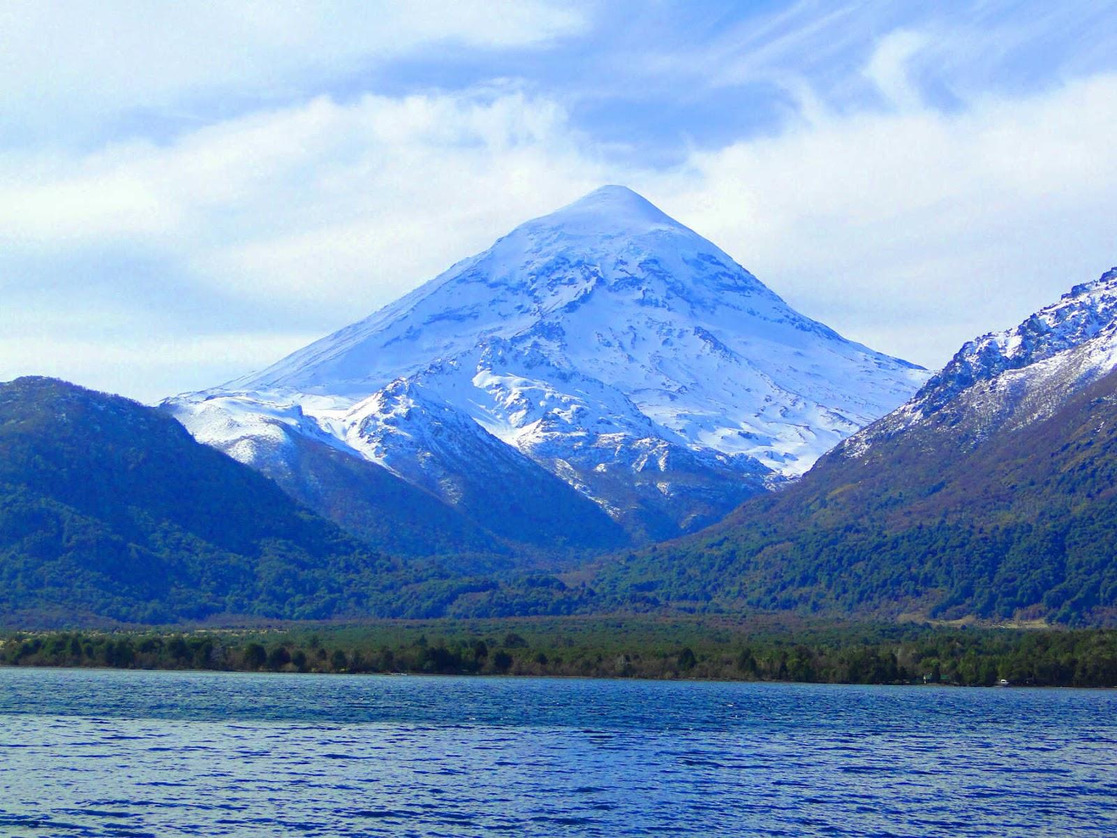Lago Efulafquen e Vulcâo Lanin