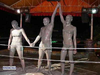 Amazing World Women Mud Wrestling