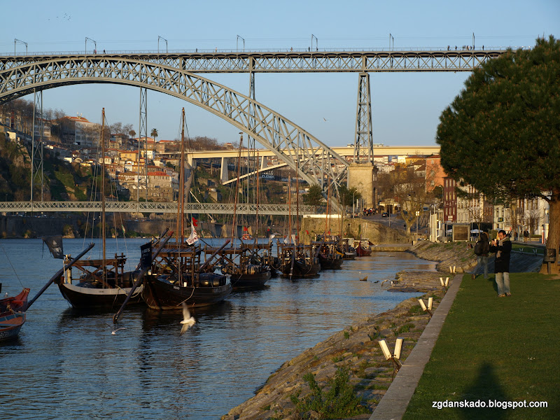 Porto - Nabrzeże o zachodzie słońca