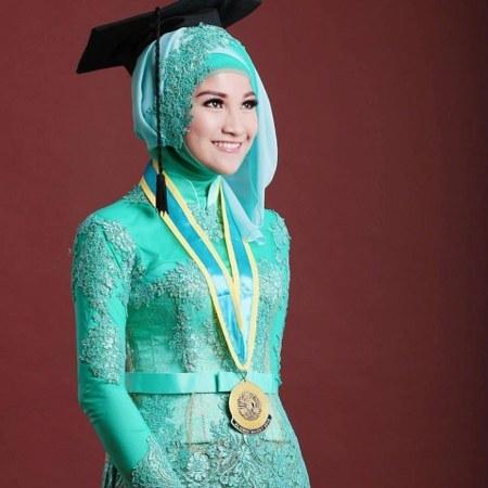 Model Kebaya Wisuda Berjilbab 2018 Galeri Batik Terbaru