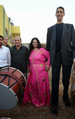 PHOTOS: World's tallest man. 8ft 3in Sultan Kosen marries