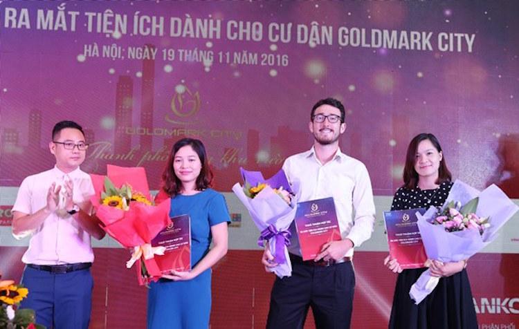 Tổng giám đốc CTCP Địa ốc Việt Hân ký kết với các đối tác giáo dục của chung cư Goldmark City