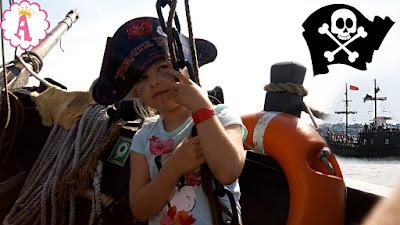 Снимок с детского дня рождения в стиле пиратов