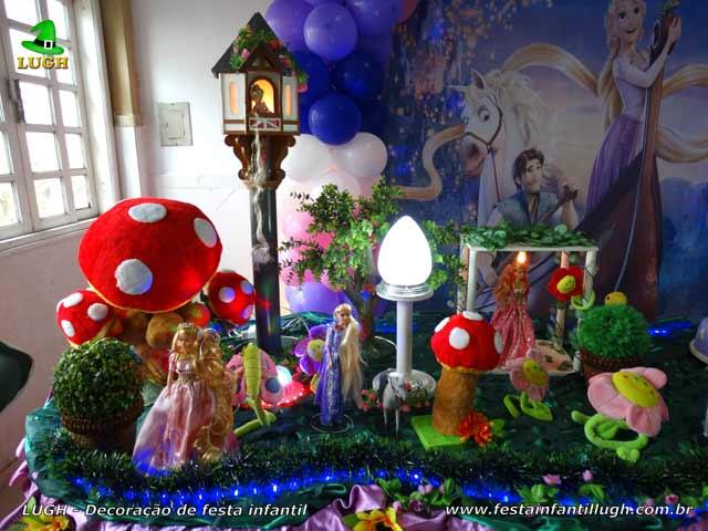 Mesa decorativa tema Os Enrolados - Rapunzel para aniversário infantil