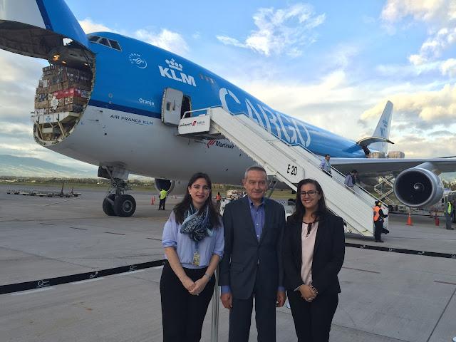 Consulado de Holanda y KLM transportaron 16 toneladas de ayuda humanitaria a Ecuador