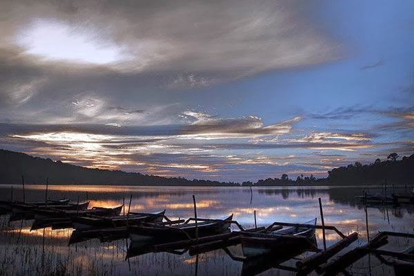 Beratan lake is the 2nd largest lake afterwards lake Batur on  Beratan Lake: Tourist Attractions Lake Bratan Bedugul Bali