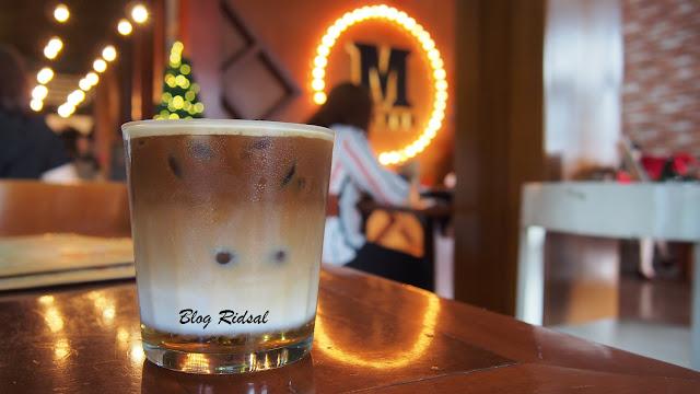 M Avenue Cafe & Resto: Tidak Sekedar Dekorasi - Caramel latte