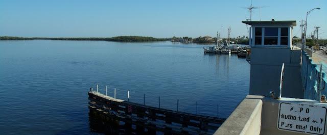 Vista hacia el norte desde el puente entre Matlacha y Cape Coral