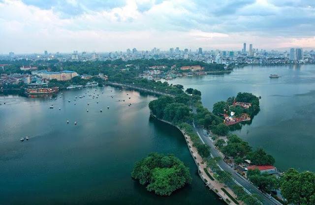 Căn hộ Sun Group Quảng An nằm ven Hồ Tây.