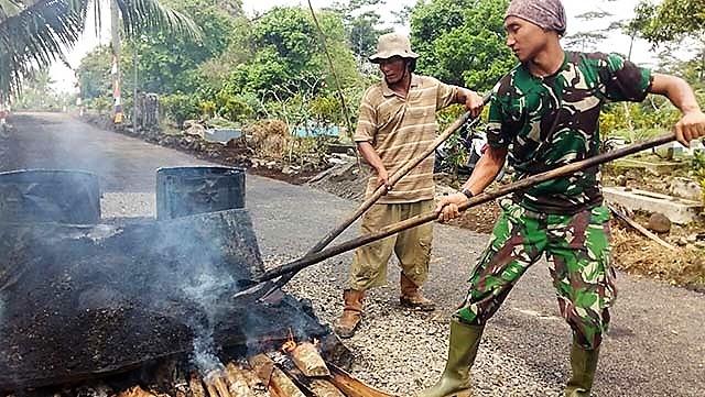 Pembakaran Aspal Terakhir di Lokasi TMMD